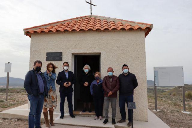 El alcalde de Lorca visita la subida a El Calvario de Coy y su capilla tras el final de los trabajos de adecuación realizados a través de las concejalías de Desarrollo Local y Pedanías - 1, Foto 1