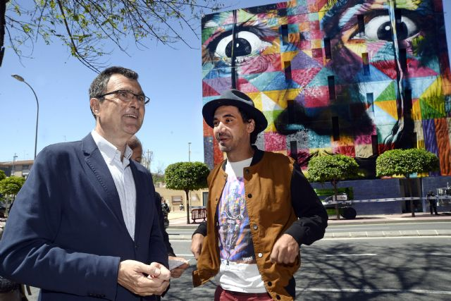 Kobra rubrica su retrato ´urbano´ de Dalí en la fachada del Puertas de Castilla y concluye su primera obra en España - 1, Foto 1