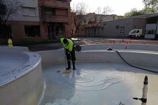 Parques y Jardines mantiene el protocolo de limpieza de lagos y fuentes para controlar la salubridad del agua - 1, Foto 1