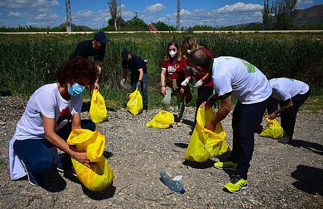 La UMU, el Ayuntamiento de Beniel y SOS Legado Humano reúnen a más de 200 personas en una limpieza del cauce del río Segura - 1, Foto 1