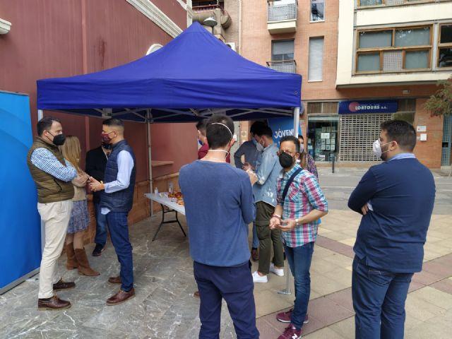 Gran acogida social en Lorca a la campaña emprendidas por Nuevas Generaciones bajo el lema Jóvenes por la libertad - 2, Foto 2
