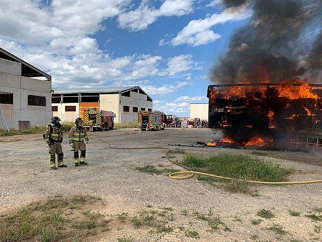 Apagan el incendio de dos remolques y evitan un incendio forestal en Canara - 2, Foto 2