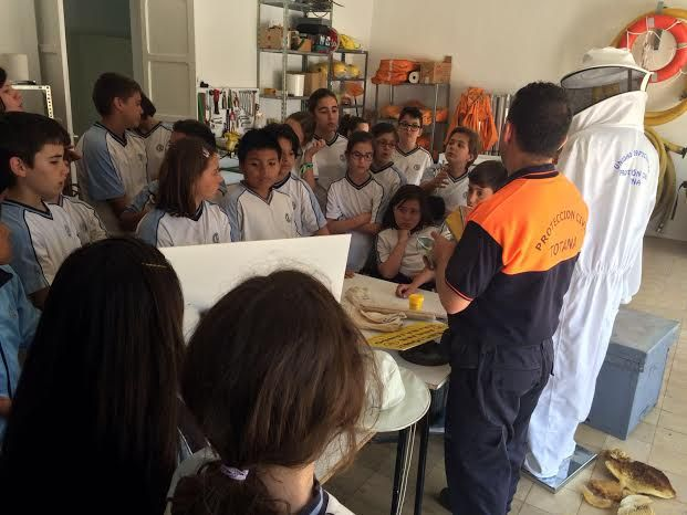 Alumnos del Colegio La Milagrosa entregan a Protección Civil el Plan de Emergencias de su centro de enseñanza elaborado por ellos mismos, Foto 8