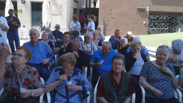Comienzan las fiestas del Centro Municipal de Personas Mayores de la plaza Balsa Vieja, Foto 2