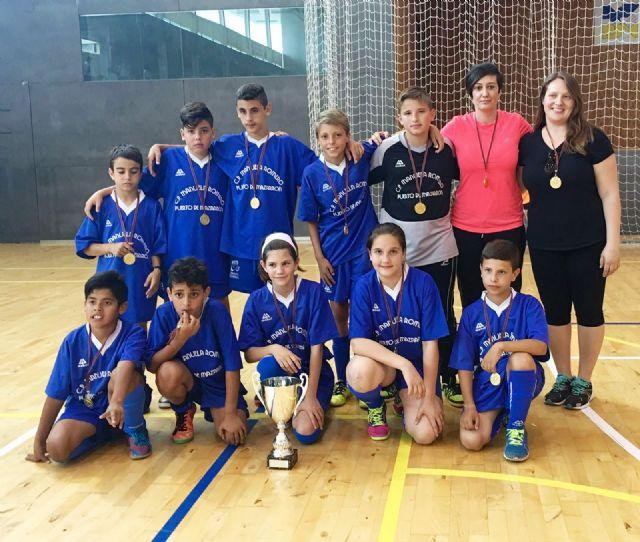 Los colegios Manuela Romero y Ginés García se proclaman campeones regionales en fútbol sala y baloncesto escolar, Foto 1