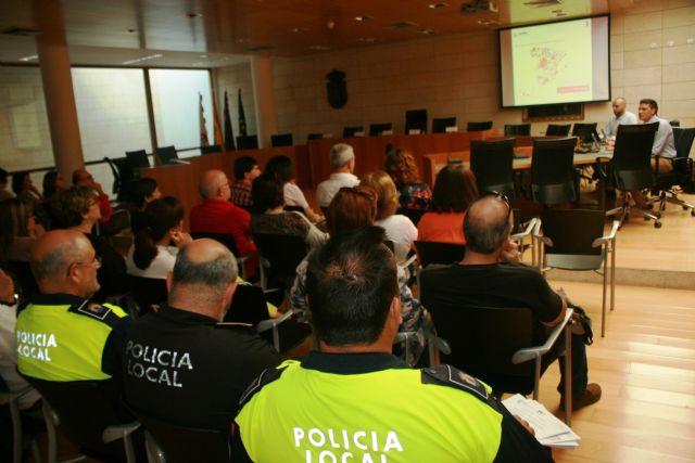 El Ayuntamiento inicia la implantaci�n de la Administraci�n Electr�nica, Foto 4