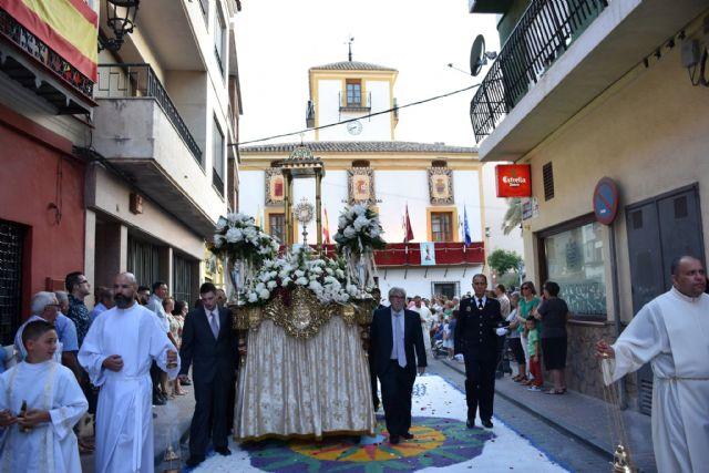 Una treintena de alfombras de colores y más personas que nunca, en la procesión y la misa solemne en honor al Patrón el Corpus - 1, Foto 1