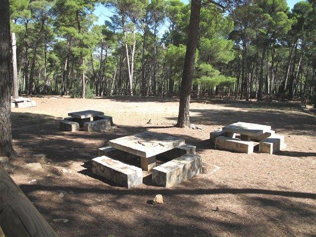Las infraestructuras existentes en las áreas recreativas de Sierra Espuña no se pueden utilizar, para evitar contagios por el COVID-19