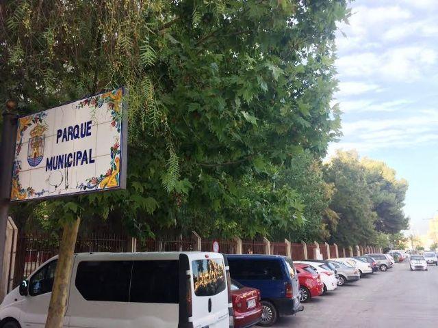 Realizarán trabajos de mantenimiento del arbolado de grandes dimensiones ubicado en el parque municipal Marcos Ortiz durante este lunes y martes, Foto 1