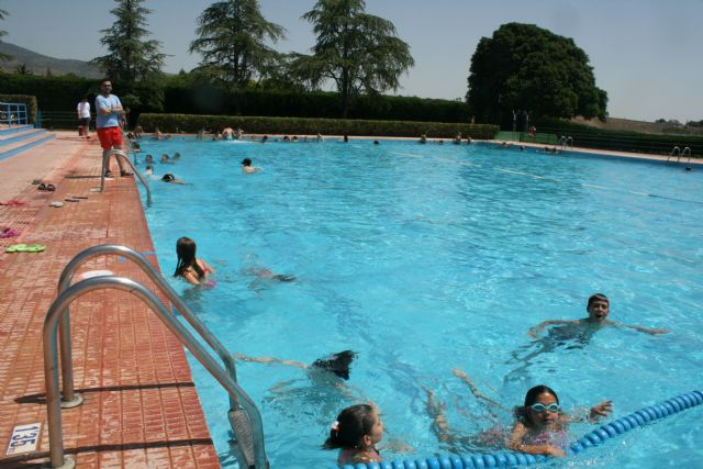 Abren sus puertas las piscinas p�blicas del Polideportivo Municipal 6 de Diciembre y el Complejo Deportivo Valle del Guadalent�n, dando comienzo a la nueva temporada de verano, Foto 5