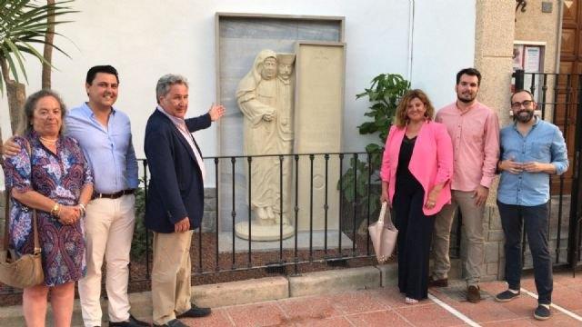 El Ayuntamiento restaura y exhibe el mausoleo original del matrimonio fundador de la Santiago de la Ribera en la fachada de la iglesia - 1, Foto 1