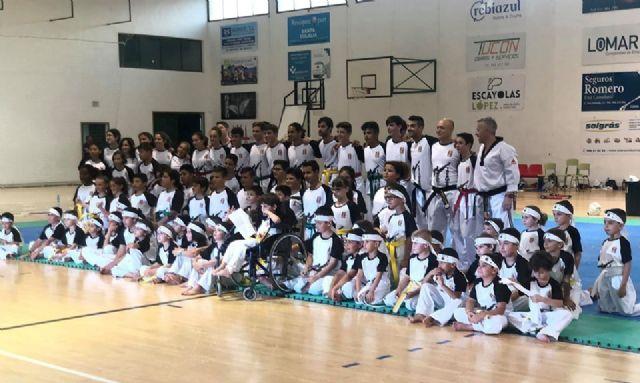 El Club Taekwondo Totana clausura temporada con una exhibición de sus más de 80 alumnos en el Pabellón de Deportes