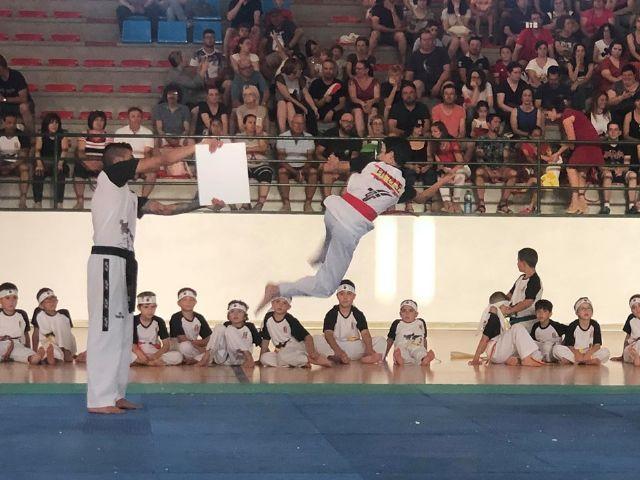 El Club Taekwondo Totana clausura temporada con una exhibici�n de sus m�s de 80 alumnos en el Pabell�n de Deportes Manolo Ib�ñez, Foto 8