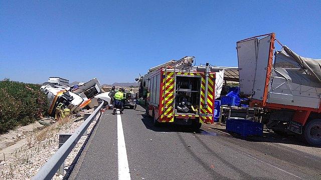 Accidente de tráfico con 3 camiones implicados en Cieza - 1, Foto 1