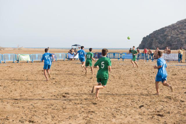 Comienza en la Isla el primer campus de fútbol playa de la región, Foto 1