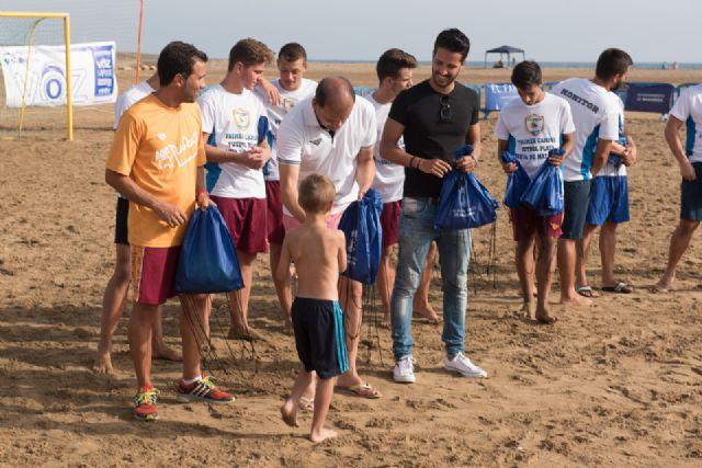 Comienza en la Isla el primer campus de fútbol playa de la región, Foto 3