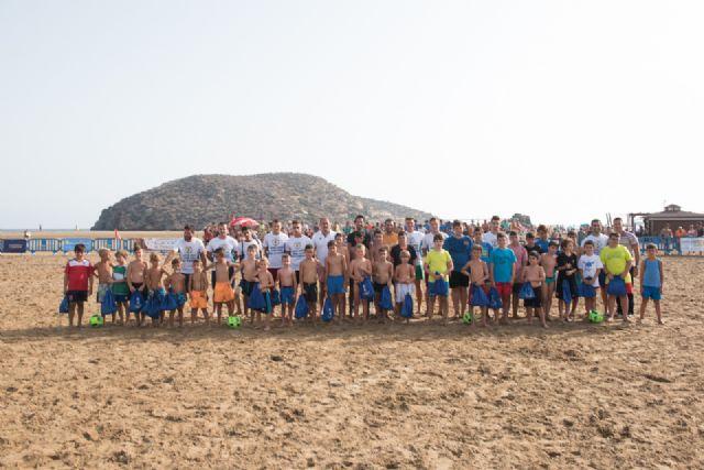 Comienza en la Isla el primer campus de fútbol playa de la región, Foto 4