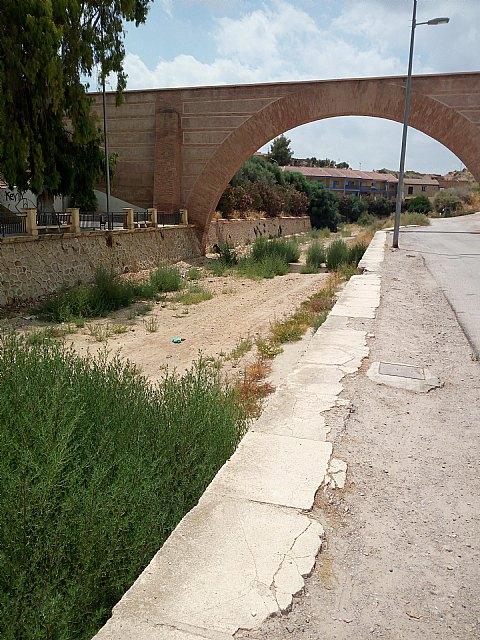 El PP denuncia el estado de suciedad en el que se encuentra la zona de Las Ollerías y la Rambla de La Santa a su paso por el lugar, Foto 2