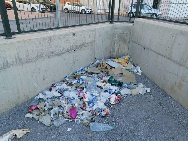 El Partido Comunista insta al gobierno municipal a que adecente el entorno del Recinto Ferial - 3, Foto 3