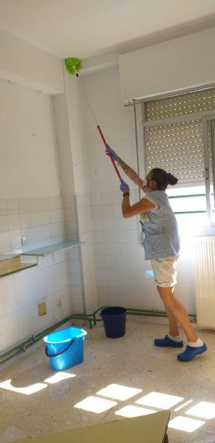 El ayuntamiento refuerza la limpieza y desinfección en los colegios ante el inicio del curso escolar - 2, Foto 2