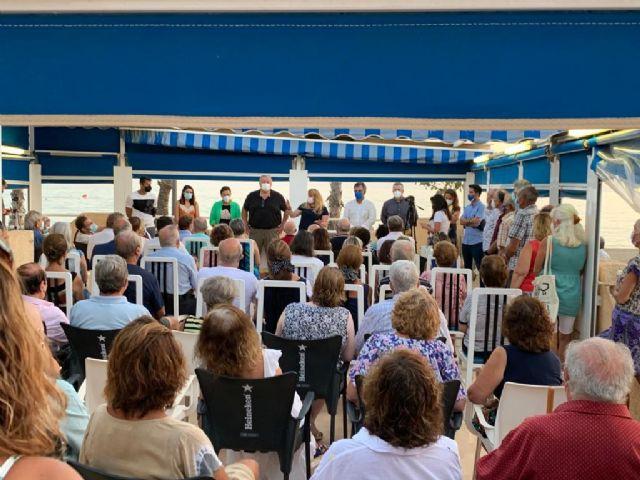 El PP se reúne con los vecinos del Puerto de Mazarrón afectados por la Ley de Costas, Foto 1