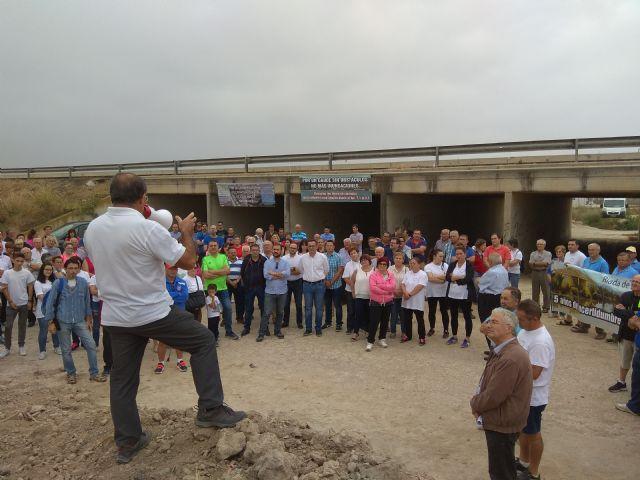 Diego Conesa visita a la Plataforma de Afectados por las Inundaciones de 2012, Foto 1