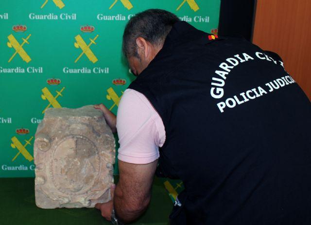 La Guardia Civil recupera en Torre Pacheco un escudo heráldico datado en el siglo XVI - 2, Foto 2
