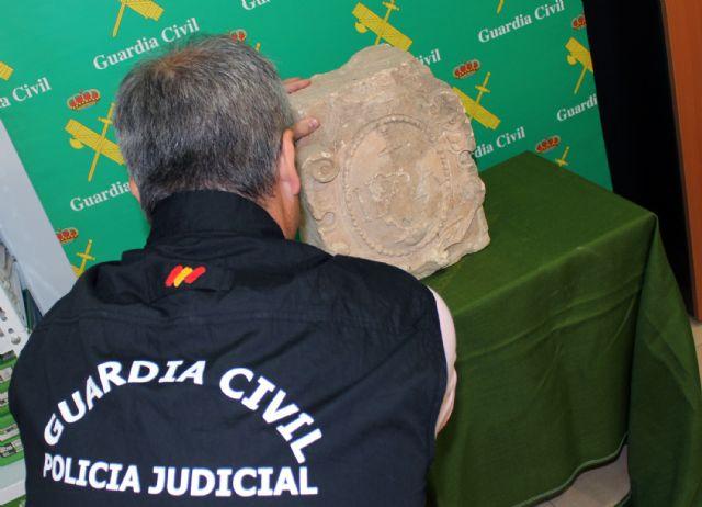 La Guardia Civil recupera en Torre Pacheco un escudo heráldico datado en el siglo XVI - 3, Foto 3