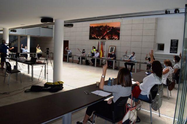 El pleno aprueba una moción conjunta de todos los grupos políticos en defensa del servicio de ambulancias en el municipio, Foto 1