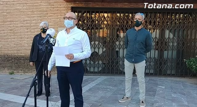 VOX Totana offered a press conference to denounce the attempted