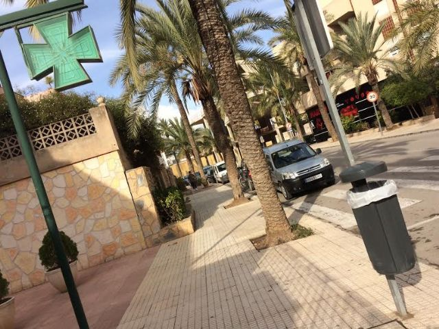 Colocan 40 nuevas papeleras en diferentes puntos del casco urbano en una primera fase, Foto 1