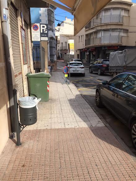 Colocan 40 nuevas papeleras en diferentes puntos del casco urbano en una primera fase, Foto 2