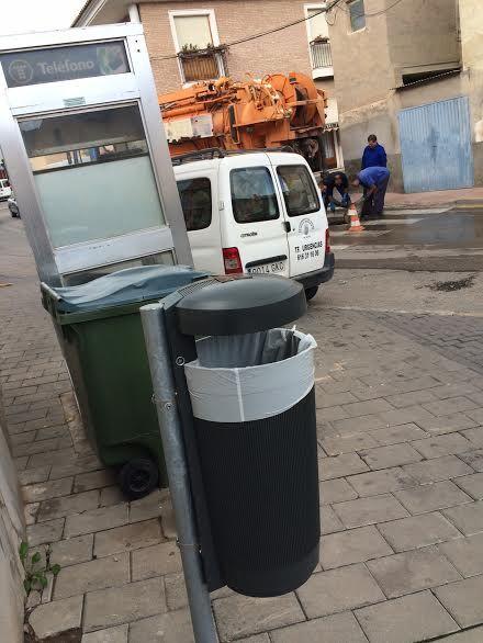 Colocan 40 nuevas papeleras en diferentes puntos del casco urbano en una primera fase, Foto 5