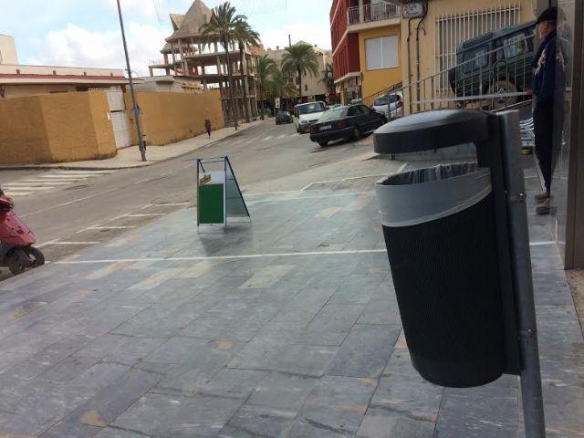 Colocan 40 nuevas papeleras en diferentes puntos del casco urbano en una primera fase, Foto 6
