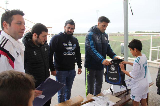 Entrega de equipaciones a los niños de la Escuela de Fútbol del Real Madrid - 1, Foto 1