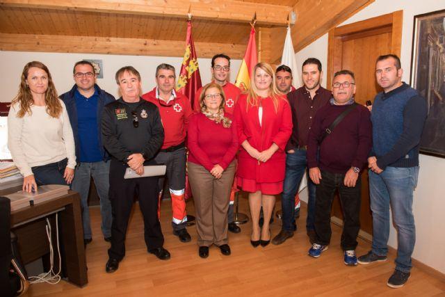 Ayuntamiento y Cruz Roja rubrican el convenio para seguir prestando los servicios de atención sanitaria y de socorrismo, Foto 1