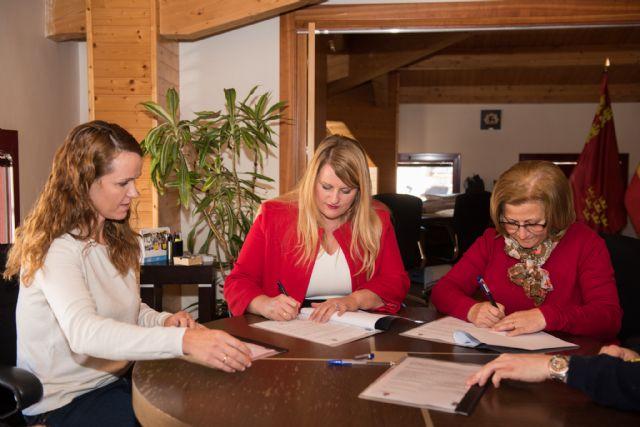 Ayuntamiento y Cruz Roja rubrican el convenio para seguir prestando los servicios de atención sanitaria y de socorrismo, Foto 2