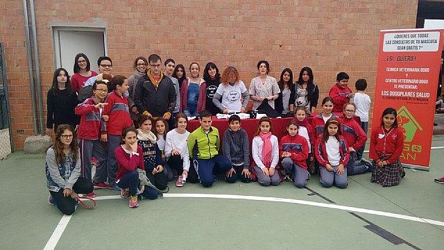 El Colegio Reina Sofía participó en la carrera solidaria a beneficio de la Asociación Refugio del Viento, Foto 1