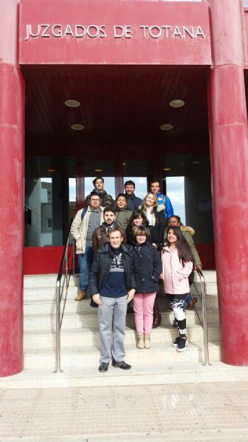 Alumnos del IES Prado Mayor asistieron a varias vistas judiciales en los juzgados de Totana, Foto 1