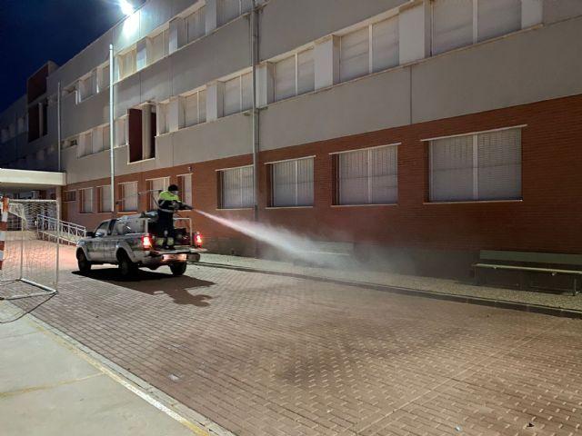 Servicios amplía la desinfección ante la covid19 a los patios y pistas deportivas de los centros educativos - 2, Foto 2