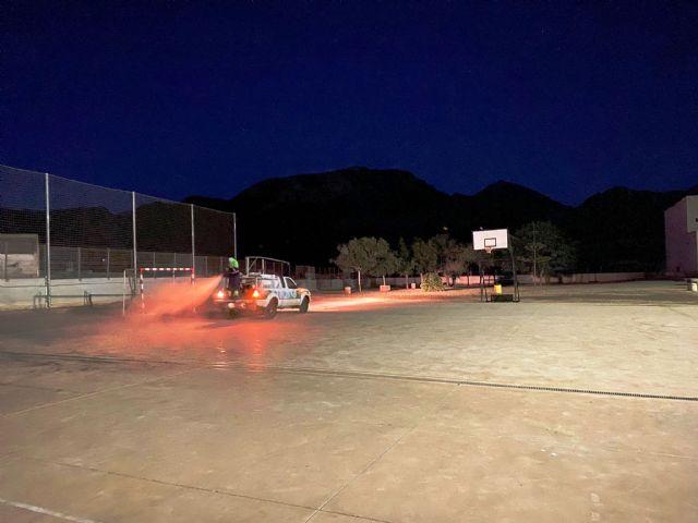 Servicios amplía la desinfección ante la covid19 a los patios y pistas deportivas de los centros educativos, Foto 3