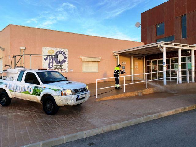 Servicios amplía la desinfección ante la covid19 a los patios y pistas deportivas de los centros educativos, Foto 5