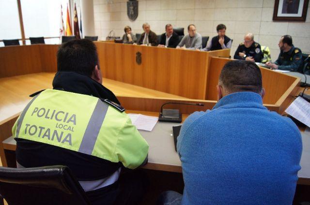 La Junta Local de Seguridad Ciudadana aborda el dispositivo de seguridad y emergencias para la Semana Santa 2016, Foto 1