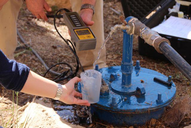 Recogida de muestras del agua termal de Alhama, Foto 1