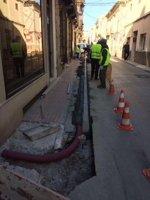 Acometen obras de acondicionamiento y mejora en las aceras en un tramo urbano de la avenida Santa Eulalia, Foto 1