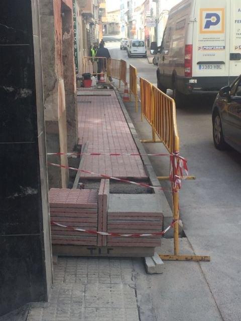 Acometen obras de acondicionamiento y mejora en las aceras en un tramo urbano de la avenida Santa Eulalia, Foto 2