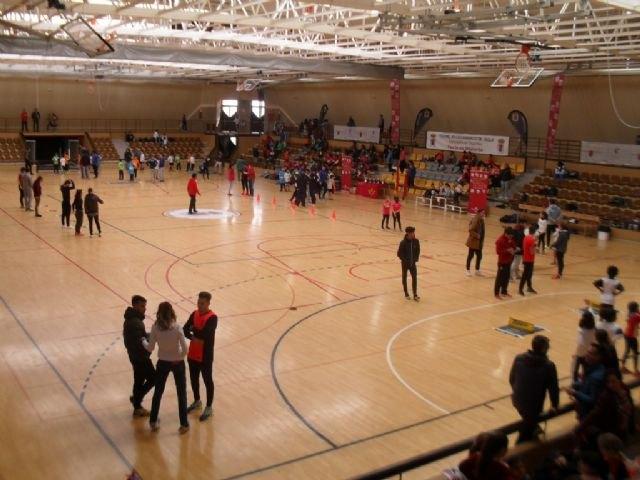 Los colegios Reina Sofía y La Cruz participaron en la Final Regional de Jugando al Atletismo de Deporte Escolar, celebrada en Yecla, Foto 1