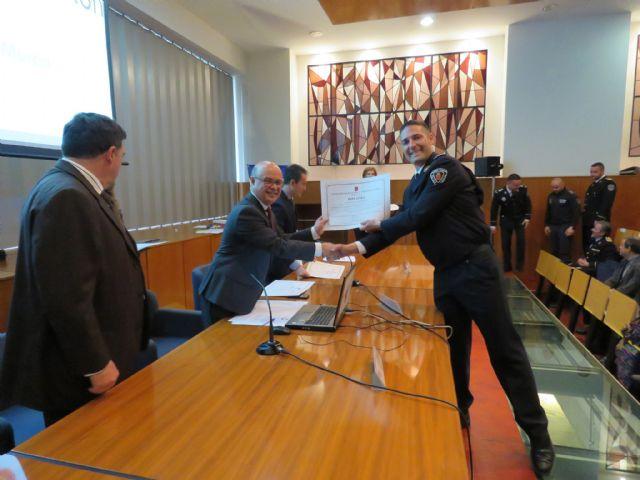 Agentes de la Policía Local de Totana participan en un programa pionero recibiendo formación para prevenir y resolver conflictos, Foto 1