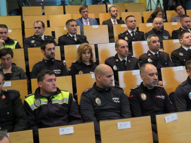 Agentes de la Policía Local de Totana participan en un programa pionero recibiendo formación para prevenir y resolver conflictos, Foto 2