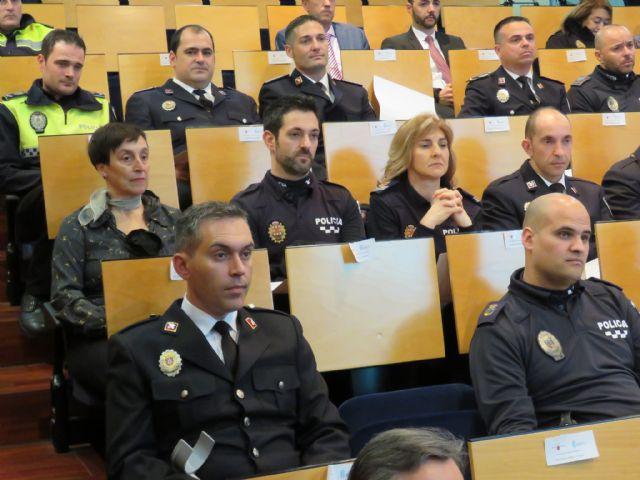 Agentes de la Policía Local de Totana participan en un programa pionero recibiendo formación para prevenir y resolver conflictos, Foto 7